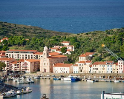 Hafen von Port Vendres, das Meer im Hintergrund